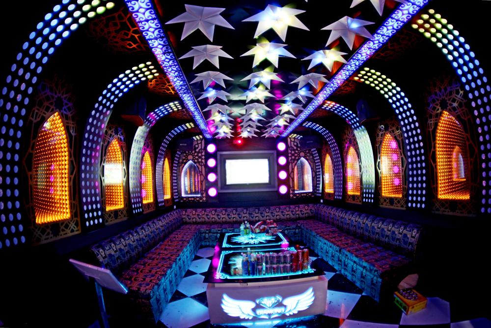 Led đúc F8 đế 12 full color 6803 trang trí phòng hát Karaoke